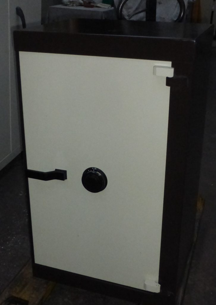 Acheter armoire forte clef ou a code lille toulouse - Armoire a clef ...